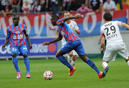 Hervé Bazile, contrôle le ballon